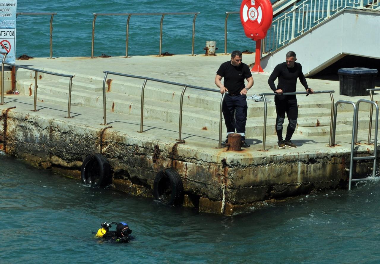 Удавеното в Бургас дете било сираче, след като баща му застрелял ...