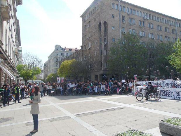протест на майки на деца с увреждания