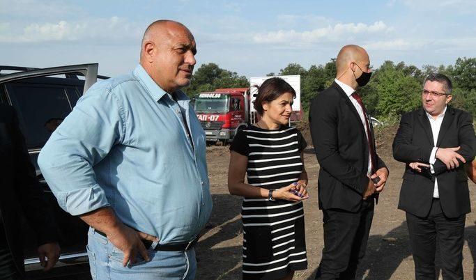 Слави Трифонов отстрани човека на партията си във Видин, возила се в колата  на Борисов (ВИДЕО) | Бряг News - Новинарски сайт