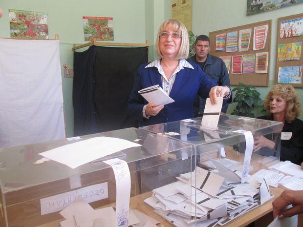 Цецка Цачева гласуване