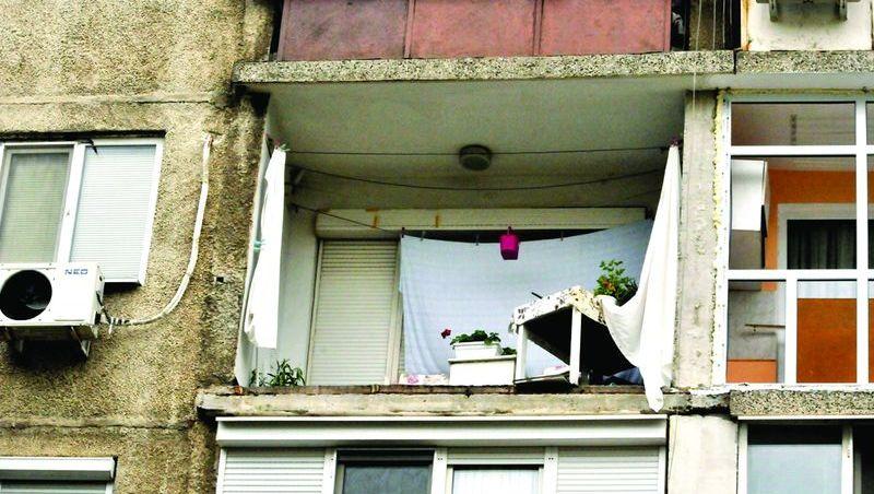 Силистра паднал балкон от четвъртия етаж
