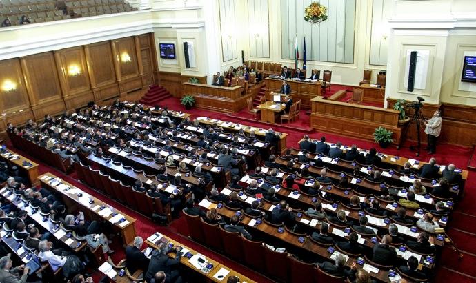 Депутатите си гласуваха 10 дни ваканция по Великден