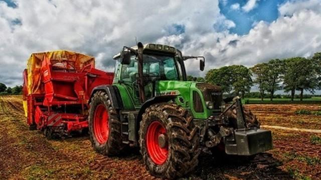От днес земеделците могат да заявяват по електронен път новите образци на трудови договори в селското стопанство