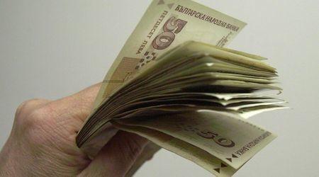 Вдигат учителските заплати със 70 лева от 1 октомври