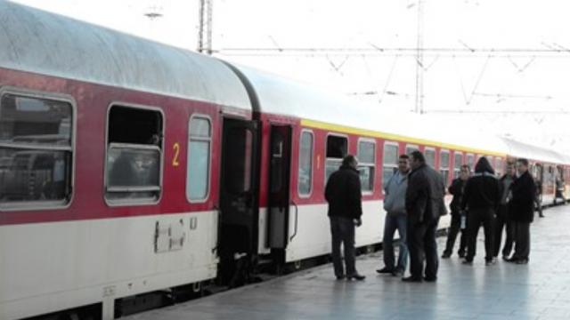 Авариралият бърз влак Бургас-София тръгна от гара Сливен след два часа закъснение