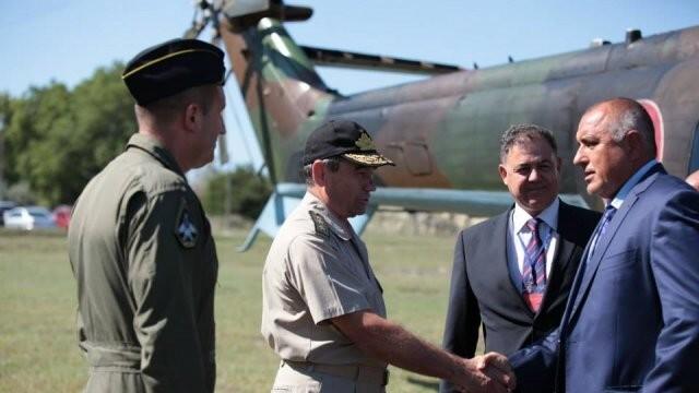 Бивши военни пилоти искат извинение от Бойко Борисов за израза