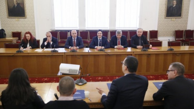И хората на Татяна Дончева застанаха зад БСП за вота на недоверие