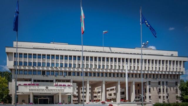 Външно министерство: Съветваме българите все още да не пътуват в чужбина
