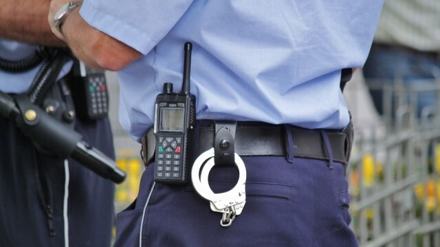 Двама крадци и една крадла попаднаха в ръцете на полицаите