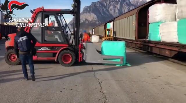 Уволниха директора на депото-разпределител на отпадъци от Италия за България