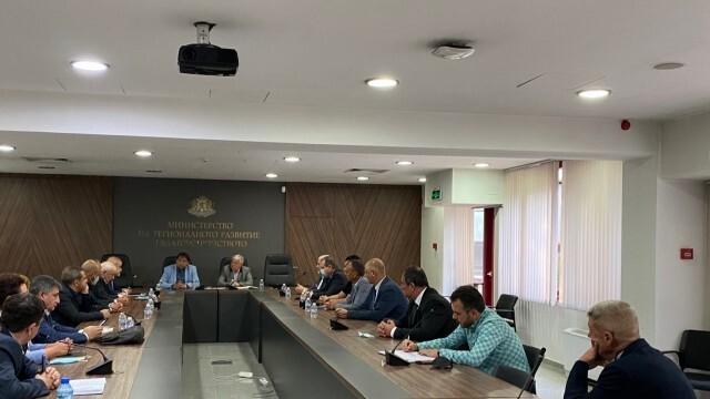 МРРБ обеща изплащане на парите на пътностроителните фирми