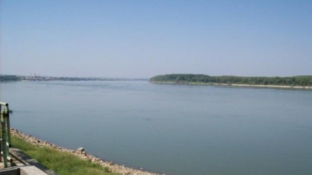 """Лодка на трафиканти """"лети"""" със 170 км/ч по река Дунав"""