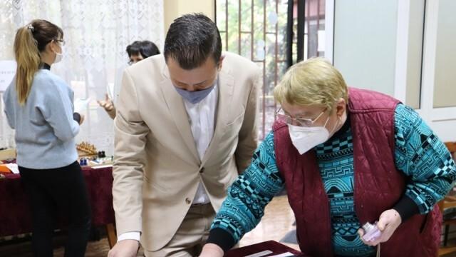 В Регионалната организация на Съюза на слепите можем да научим как  се справят с бита незрящите