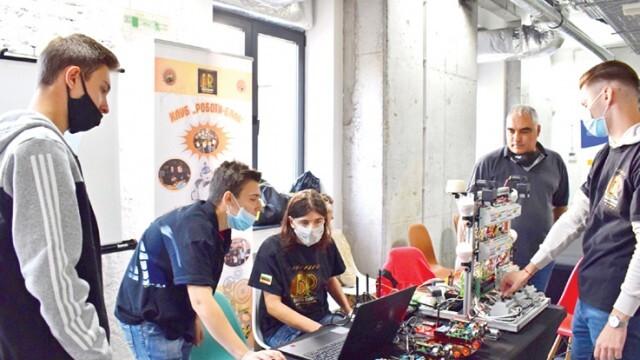 Беленски ученици впечатлиха специалисти с проект за роботи
