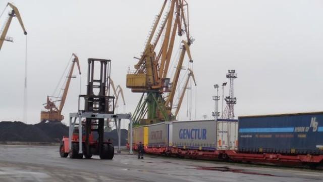 Порт Русе посрещна първия блок-влак с ремаркета в страната