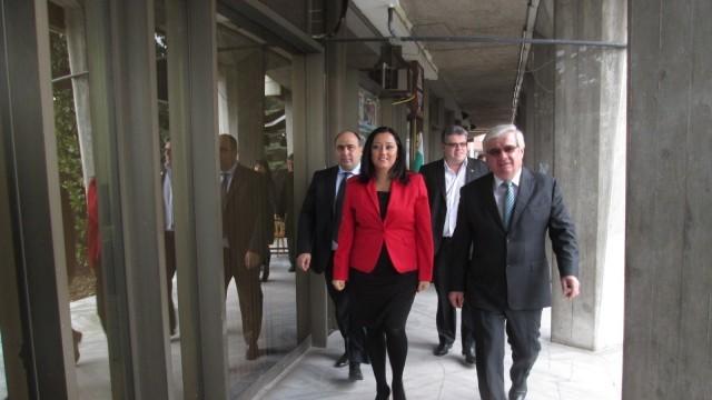 Министър Лиляна Павлова представя в Плевен националната програма за саниране