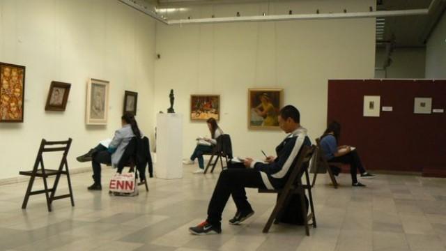 Русе: Галерията провокира учениците