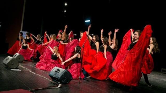 Русе: Испански песни и ритми разтърсиха Доходното за финал на Любов и вино