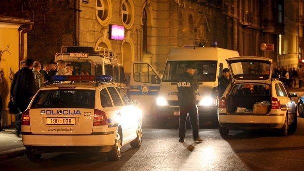 Хърватия забрани на сръбски граждани и коли да влизат на нейна територия