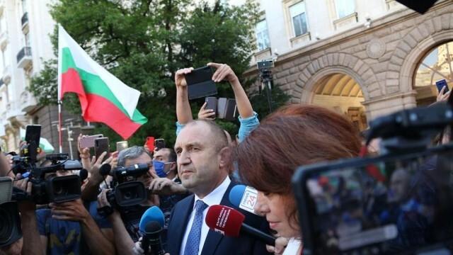 Радев излезе сред протестиращите: Мафията вън! ( ВИДЕО )