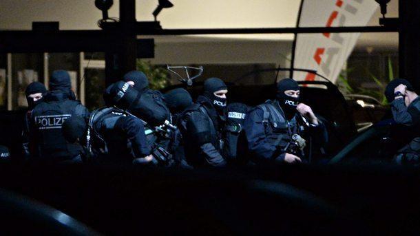 Сириец се взриви в Германия, рани 12 души, казват, че бил психично болен