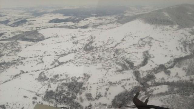 Половин България остава под снега, стотици места без ток