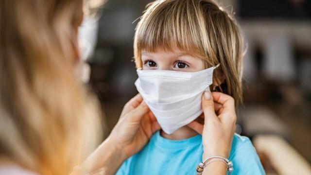 Педиатрите: Децата под 5-годишна възраст не трябва да носят маски