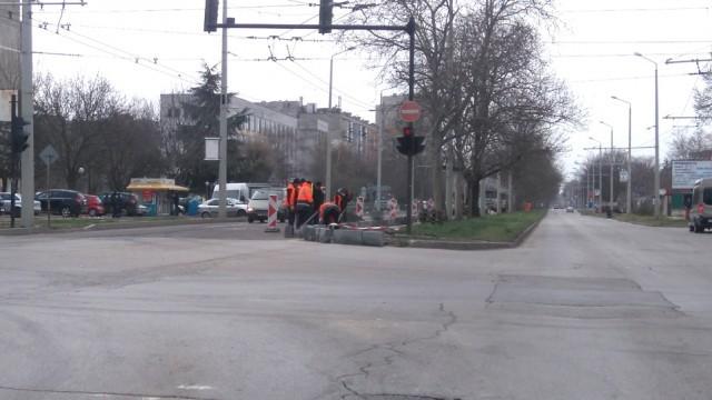 Затварят част от южното платно на бул.