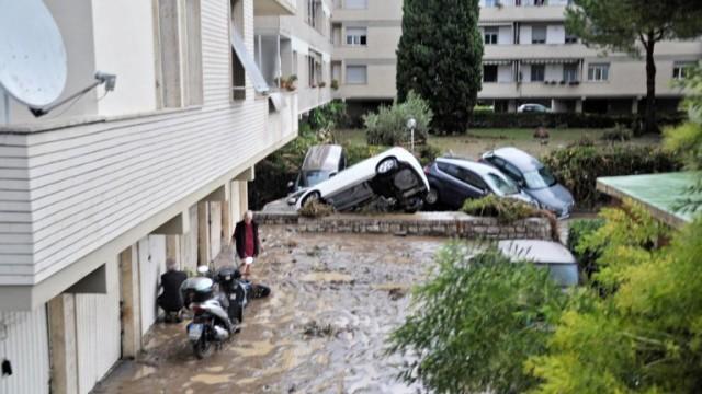 Наводнения в Италия отнеха живота на най-малко шестима