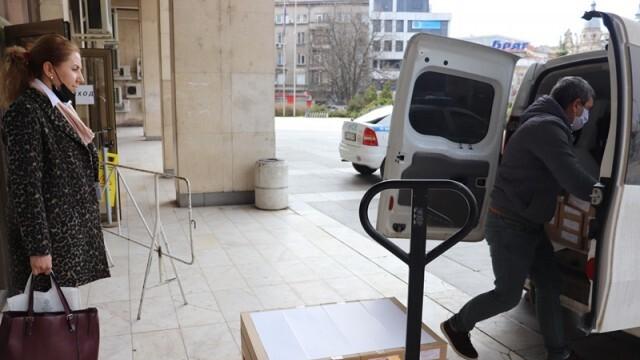 Общините получиха бюлетините за вота, неясен е броят на секциите за карантинираните