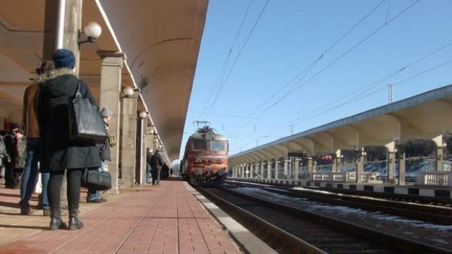 Железничарският синдикат готви протести заради спрените влакове