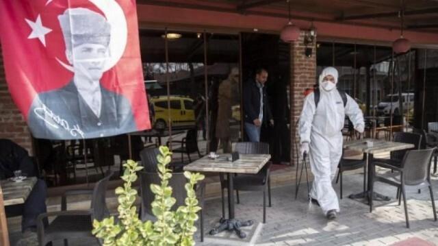 Турция забранява семейните събирания по празници