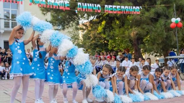 Беленско училище отпразнува своя половинвековен юбилей