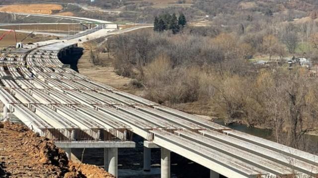 """Бивш директор на """"Автомагистрали"""" отрече за незаконно строителство на"""