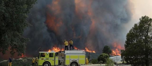 Пожарите в Калифорния евакуираха още 21 000 души