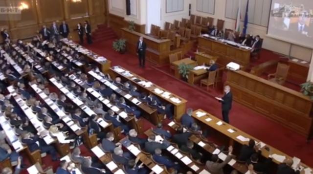 Парламентът задължи Бойко Борисов да дойде на следващото заседание