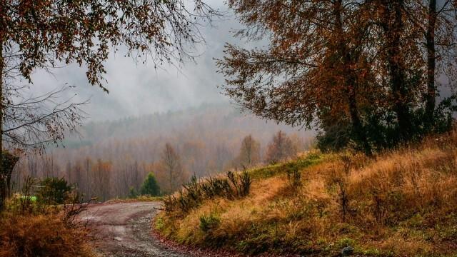 Първият ден на октомври е мрачен и облачен