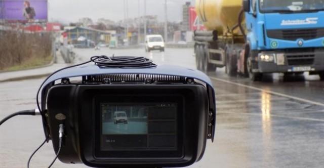 Мобилните камери на пътя засичат нарушители и през нощта