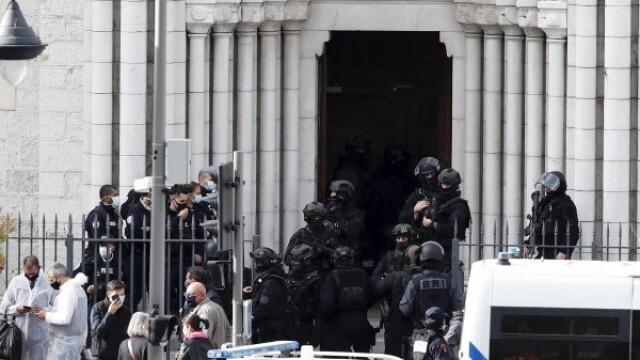 Нов инцидент във Франция! Нападател простреля свещеник на входа на църквата му