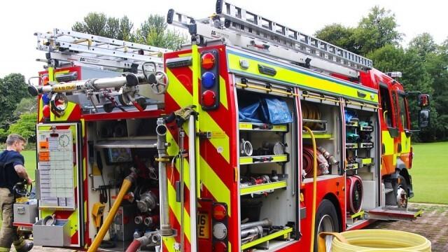 Пожарникари обезопасиха пътно платно след разлив от дизелово гориво