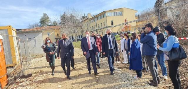 Министър Ангелов: Тестването на учениците ще удължи присъствения процес в училищата