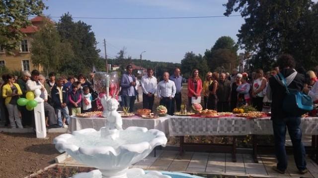 Русе: Пламен Стоилов и министър Ангелкова откриха кът за отдих в Николово