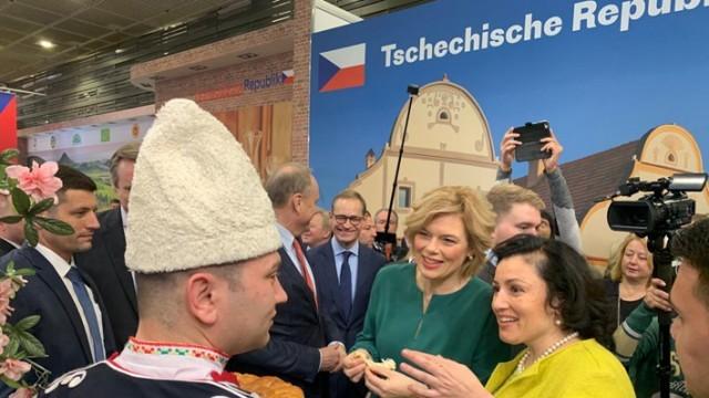 Министър Танева от Берлин: Основен акцент в политиката за подкрепа остават малките и средни стопанства