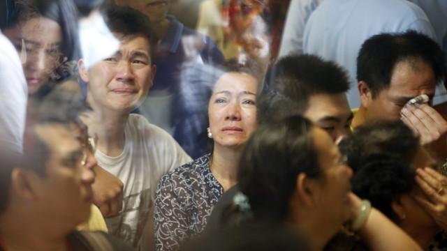 Изчезналият самолет: Съобщават за десетки извадени от морето тела