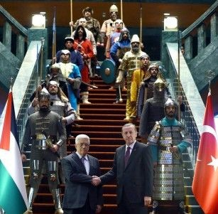 Абас посрещнат в Турция от Ердоган и 16 старинни войни