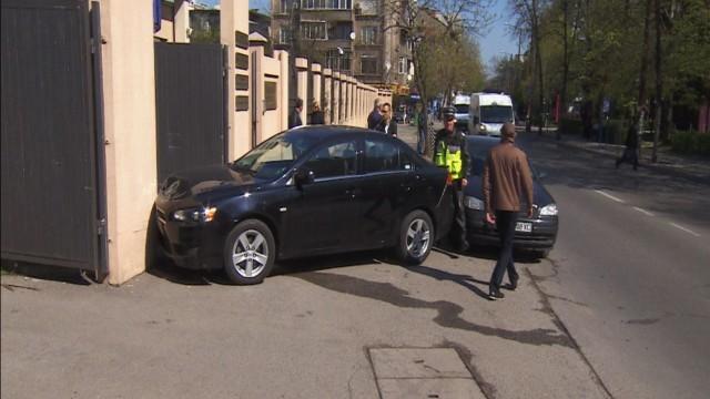 Кола се вряза във входа на Специализирания наказателен съд