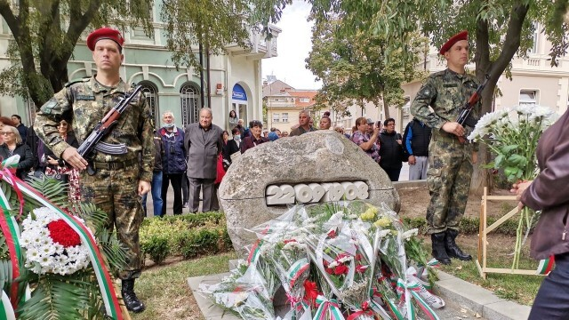 С тържествен ритуал Плевен отбеляза 113 години независима България (СНИМКИ)