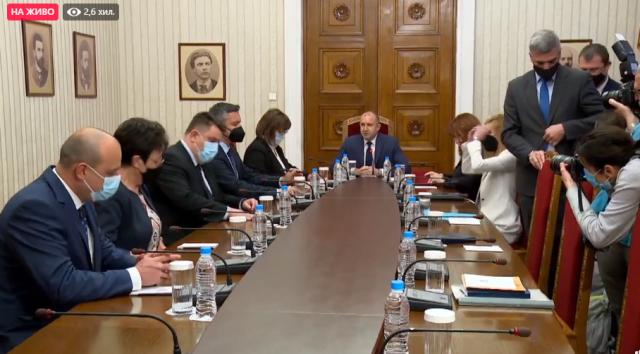 Корнелия Нинова към президента: Бихме подкрепили втората политическа сила, ако ни потърсят за консултации