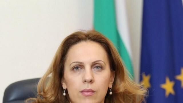Николова: Помощта от 210 лв. за хората на първа линия е подкрепа и за целия туристически сектор