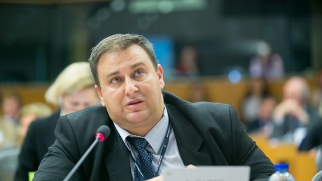 Емил Радев към комисар Вера Йоурова: Ще поднови ли ЕК докладите за корупция в ЕС?